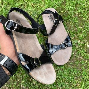 Women's MUNRO leather sandals